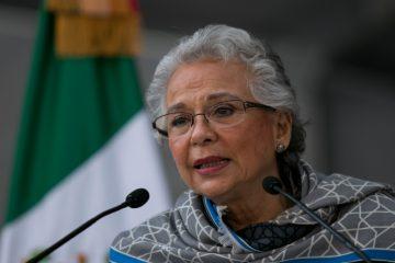 Sánchez Cordero exige castigo por agresión a padres de normalistas