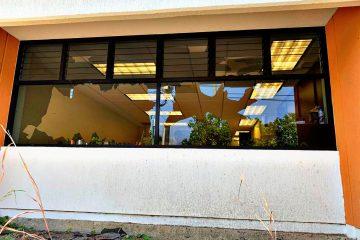 Presuntos normalistas de Chiapas causan destrozos en edificio público