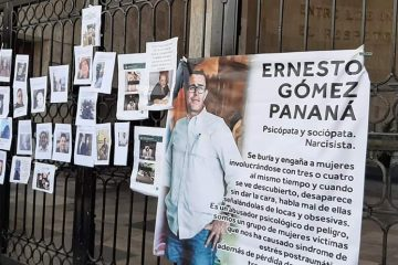 Exponen «tendedero del acoso» afuera del Congreso de Chiapas
