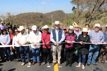 Inaugura Rutilio Escandón la carretera Pozo Colorado-Laguna Grande, en San Cristóbal de Las Casas