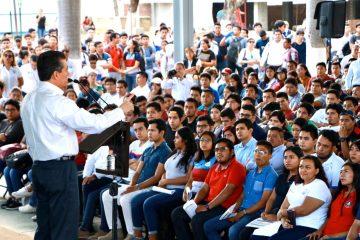 Becas para el Bienestar abren oportunidades a la juventud y a Chiapas: Rutilio Escandón