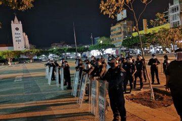 Para evitar propagación de Covid-19 desalojan a manifestantes en Tuxtla Gutiérrez