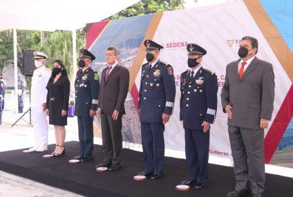 Asiste Rutilio Escandón a toma de posesión del nuevo comandante de la Región Aérea del Sureste