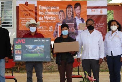 Sección 40 inicia entrega de aparatos electrónicos en Chiapas