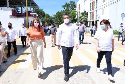 Rutilio Escandón inaugura pavimentación de calles en Tapachula