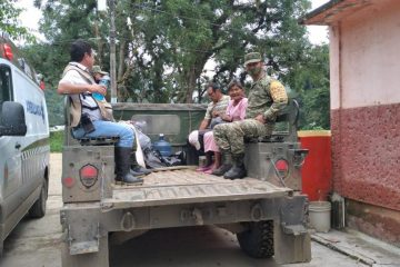 Por deslizamiento de laderas, evacuan a 400 familias en Ixhuatán, Chiapas