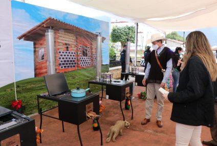Desde Amatenango del Valle, arranca Rutilio Escandón entrega de estufas ecológicas