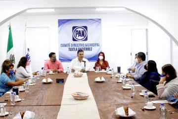 Urge frenar el declive de la economía, dice el empresario Willy Ochoa