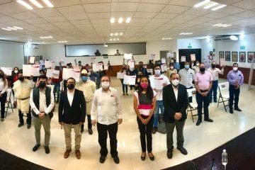 Toman protesta integrantes de los Consejos Distritales y Municipales