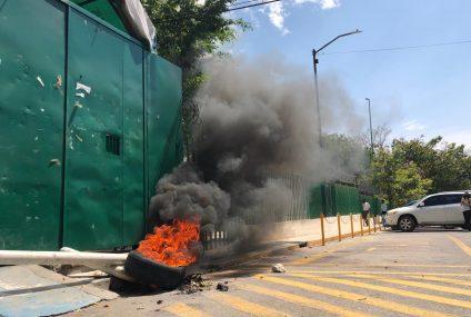 Con quema de llantas, docentes exigen pagos a la Secretaría de Educación