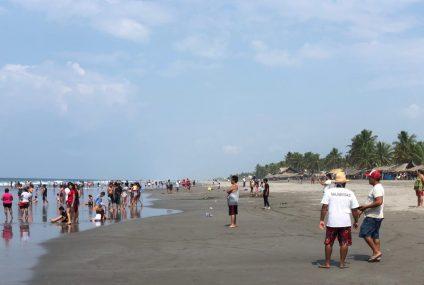 Previo a Semana Santa, turistas abarrotan playas