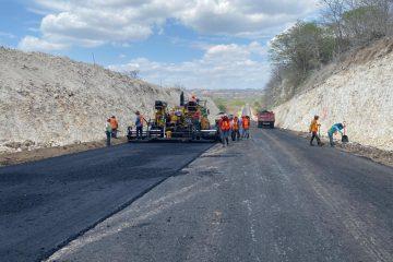 Supervisan trabajos de ampliación en la carretera de La Angostura-San Francisco Pujiltic