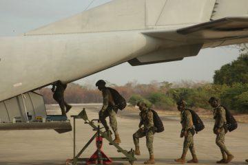 Personal de la Armada de México de la Unidad de Operaciones Especiales concluye el adiestramiento de saltos de caída libre a gran altura