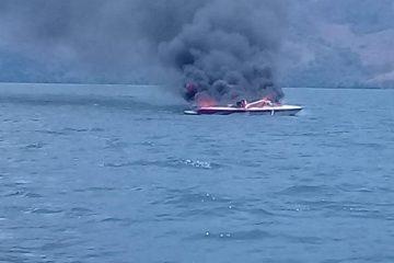 Armada de México sofoca incendio de embarcación en la presa Manuel Moreno Torres