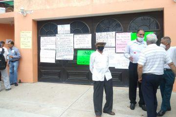 Jubilados de Banrural exigen servicio médico de calidad