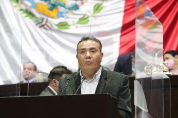 Diputado de Morena propone reducir financiamiento a partidos políticos