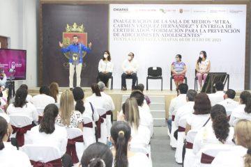"""Rutilio Escandón inaugura la Sala de Medios """"Mtra. Carmen Vázquez Hernández"""" en el Cecyte Chiapas"""