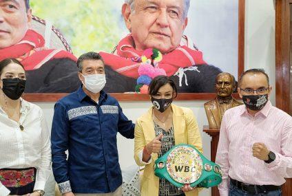 Reconoce Rutilio Escandón esfuerzo y disciplina de la boxeadora Jackie Nava