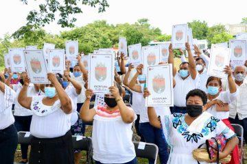 """Rutilio Escandón da certeza jurídica a 50 familias del fraccionamiento """"La Laguna"""" de Catazajá"""