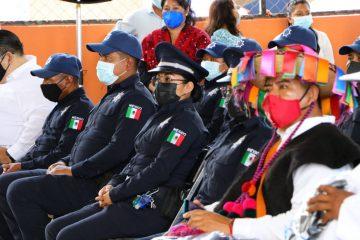 Rutilio Escandón inaugura mercado local y entrega equipamiento policial, en Nuevo Huixtán