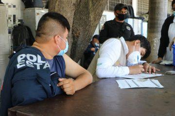 Aplican primera dosis de AstraZeneca a policías estatales