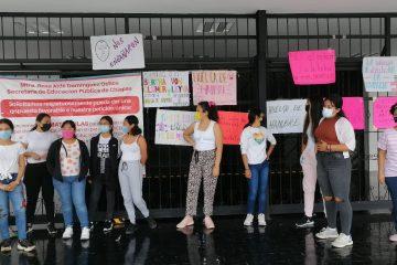 Aspirantes a la normal de educadoras inician huelga de hambre